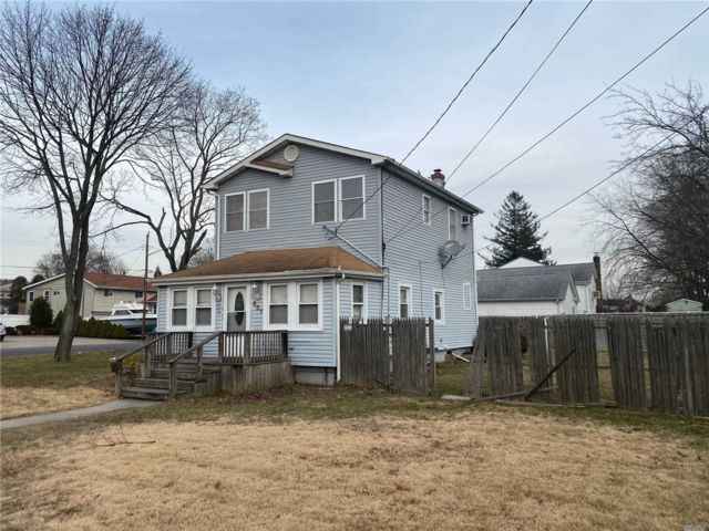 3 BR,  2.00 BTH Exp ranch style home in Deer Park