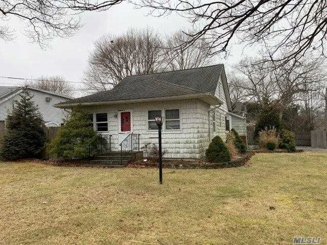 3 BR,  1.00 BTH Cape style home in Nesconset