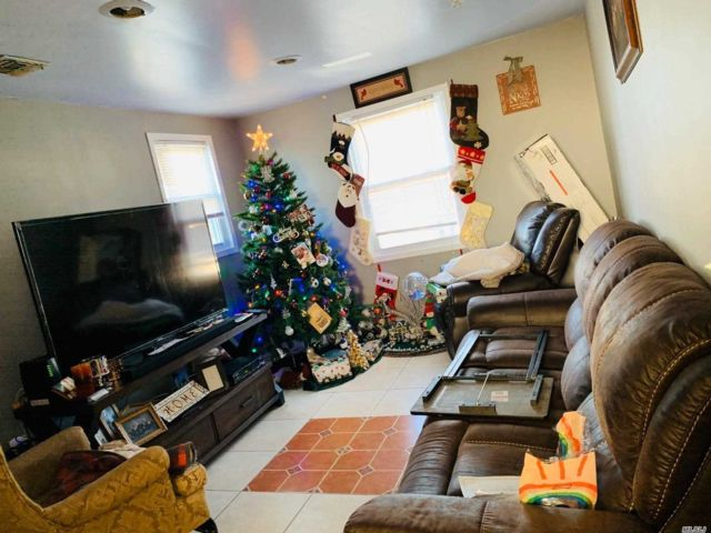 6 BR,  2.00 BTH Colonial style home in Central Islip