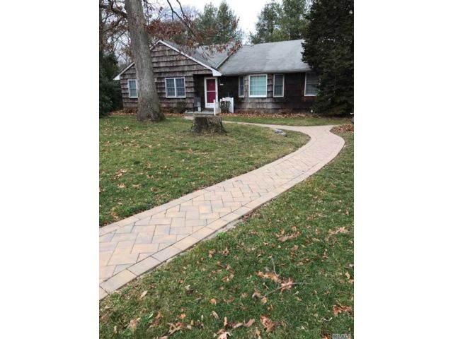 4 BR,  3.00 BTH Ranch style home in Stony Brook