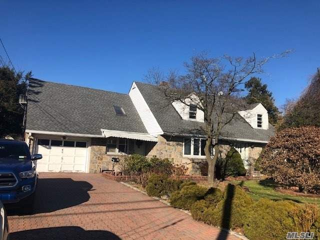 4 BR,  3.00 BTH Cape style home in Huntington Station