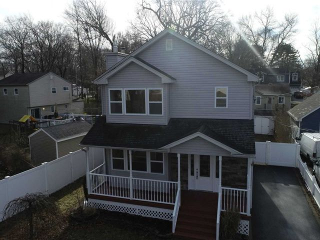 3 BR,  1.50 BTH  Colonial style home in Lake Grove