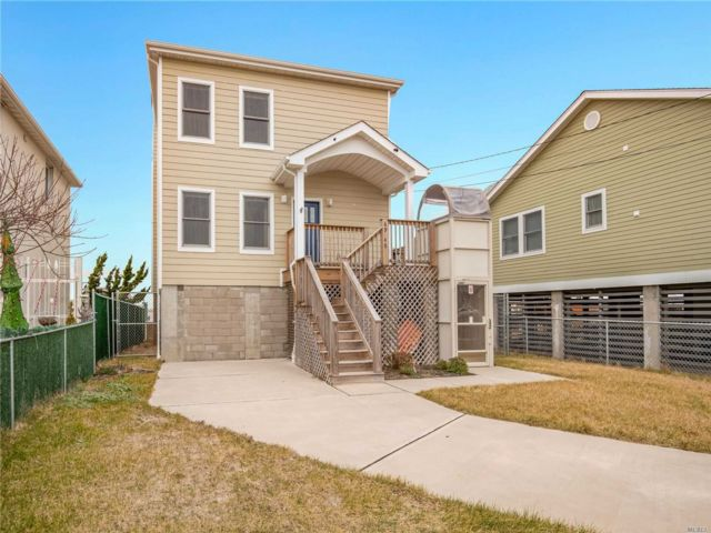 3 BR,  3.00 BTH  2 story style home in Arverne