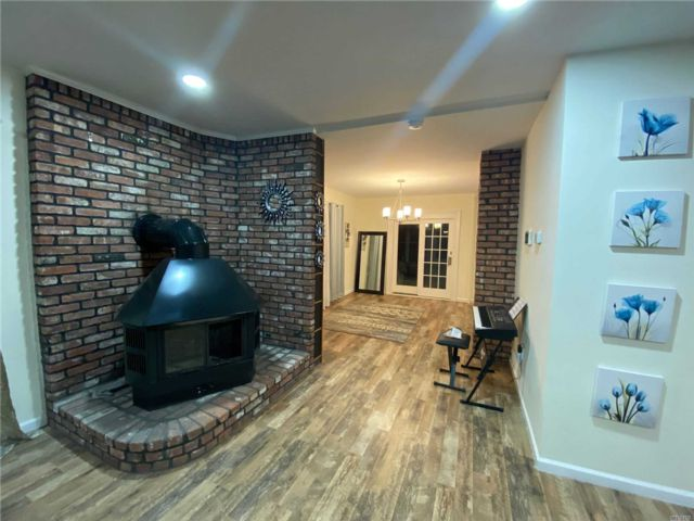 3 BR,  1.00 BTH  Apt in house style home in Baldwin