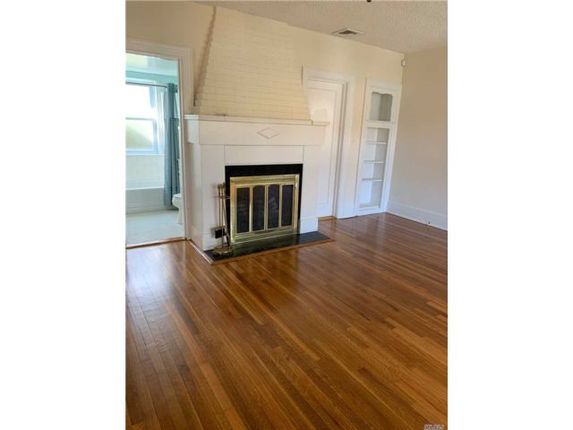 2 BR,  2.00 BTH Ranch style home in Manhasset