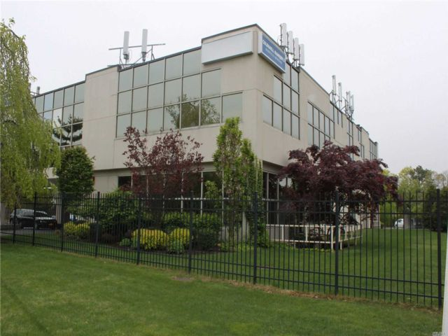 Studio,  0.00 BTH  Office bldg style home in Ronkonkoma