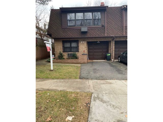 6 BR,  4.50 BTH  Split style home in Bayside