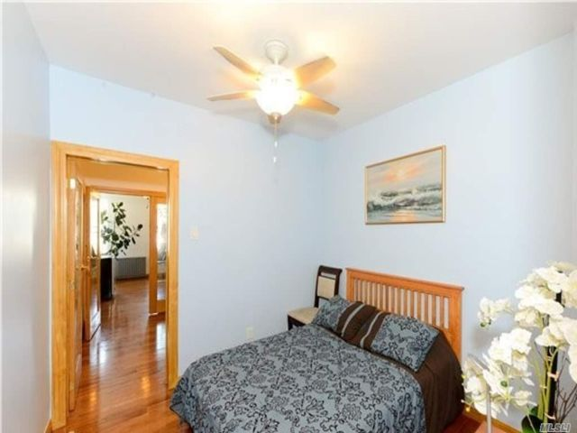 6 BR,  3.00 BTH  Other style home in Maspeth