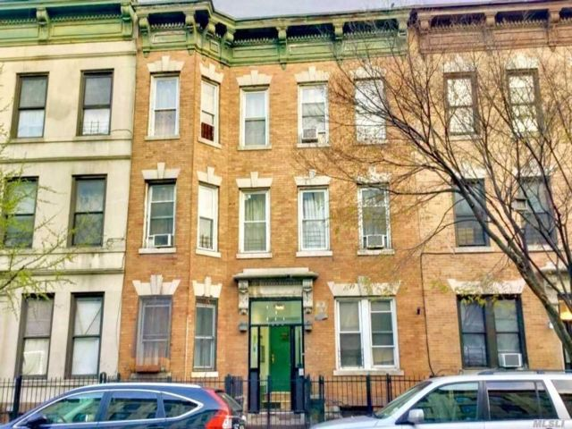 18 BR,  6.00 BTH  Contemporary style home in Bushwick