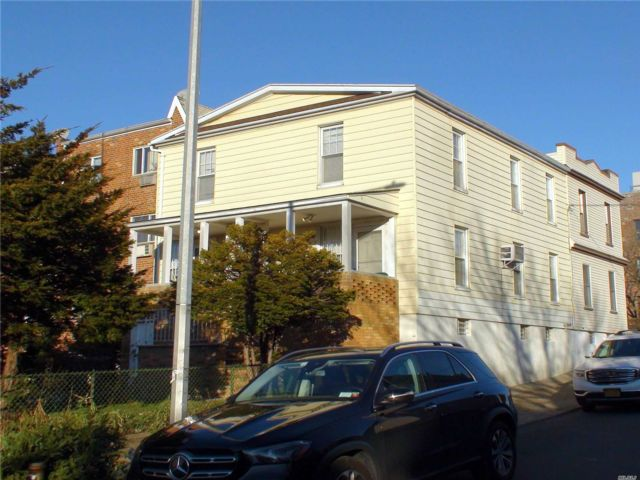 5 BR,  1.00 BTH Other style home in Maspeth