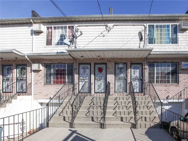 6 BR,  5.00 BTH Townhouse style home in Cypress Hills