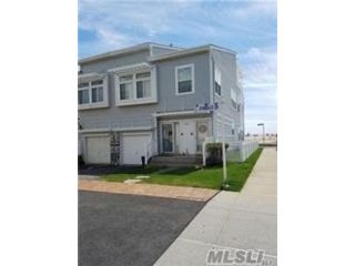 3 BR,  3.00 BTH  Townhouse style home in Arverne