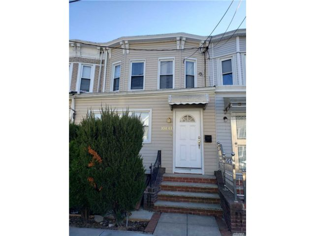 4 BR,  2.50 BTH Colonial style home in Richmond Hill