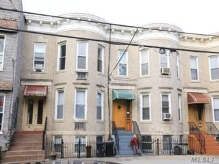 6 BR,  2.00 BTH Colonial style home in Ridgewood