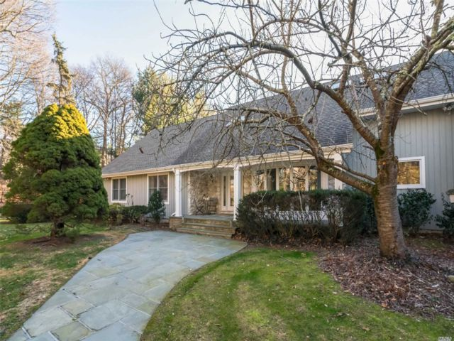 4 BR,  5.00 BTH  Farm ranch style home in Oyster Bay Cove