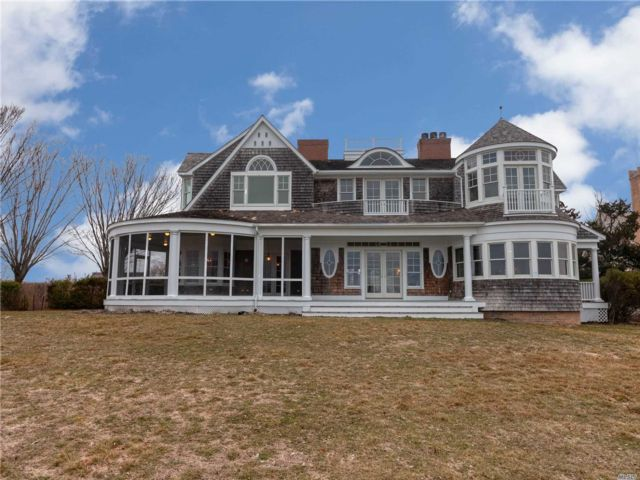 5 BR,  5.50 BTH Traditional style home in Quogue