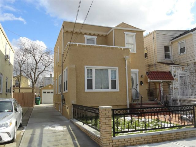 3 BR,  3.00 BTH Contemporary style home in Laurelton