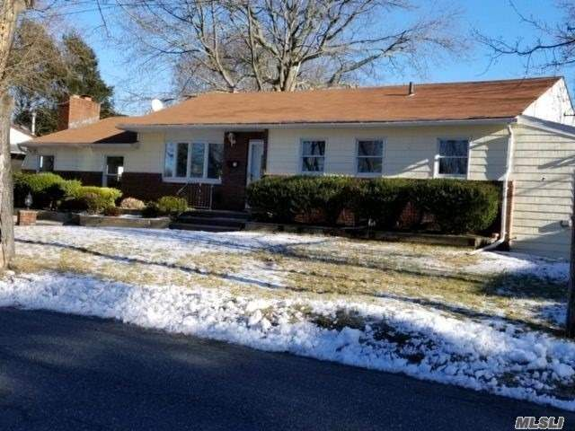 3 BR,  2.00 BTH  Exp ranch style home in East Northport