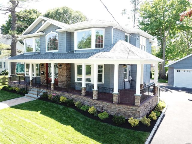 4 BR,  4.50 BTH Colonial style home in East Williston