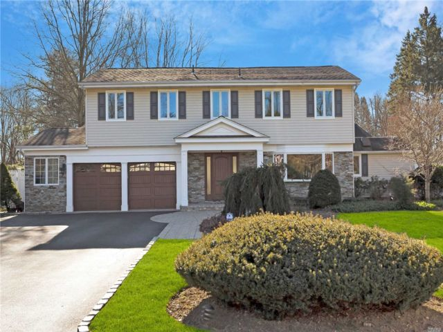 4 BR,  2.50 BTH Splanch style home in Syosset