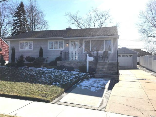 3 BR,  2.00 BTH Ranch style home in Franklin Square