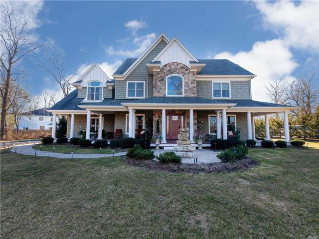 5 BR,  3.50 BTH Post modern style home in Dix Hills