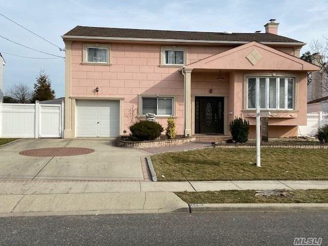4 BR,  2.50 BTH Splanch style home in Baldwin