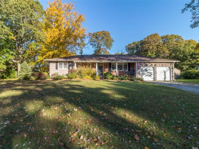 6 BR,  3.00 BTH Ranch style home in East Patchogue