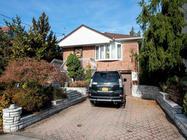 3 BR,  3.00 BTH Raised ranch style home in Whitestone