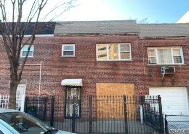 3 BR,  2.00 BTH  2 story style home in Soundview