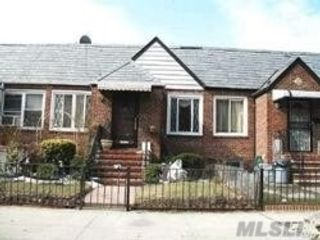 2 BR,  3.00 BTH Ranch style home in Jackson Heights