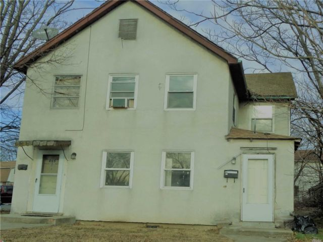 2 BR,  1.00 BTH Apt in house style home in Uniondale