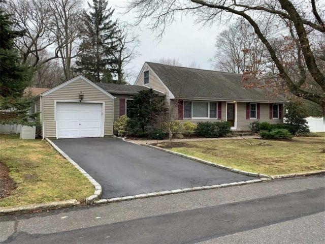 3 BR,  2.50 BTH Cape style home in Northport