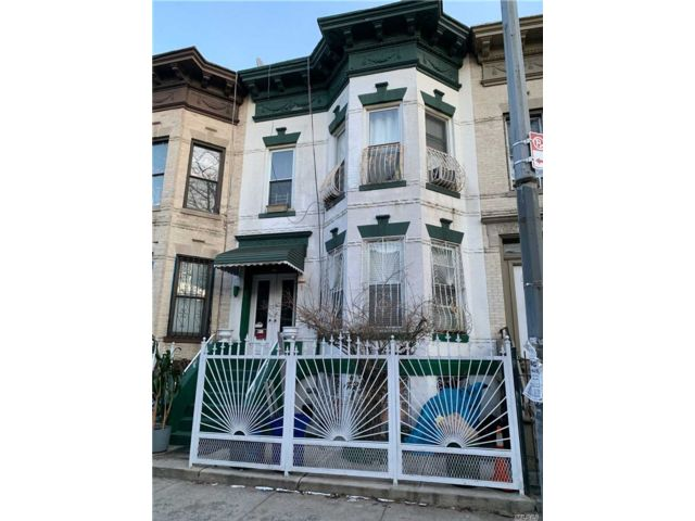 8 BR,  3.00 BTH  Townhouse style home in Bushwick