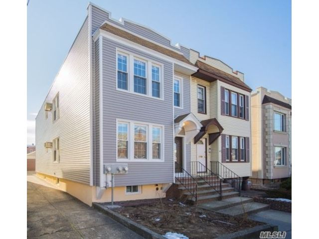 7 BR,  2.00 BTH Other style home in Maspeth