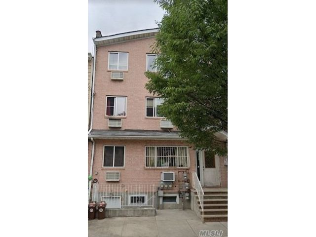 9 BR,  6.00 BTH  Townhouse style home in Ridgewood