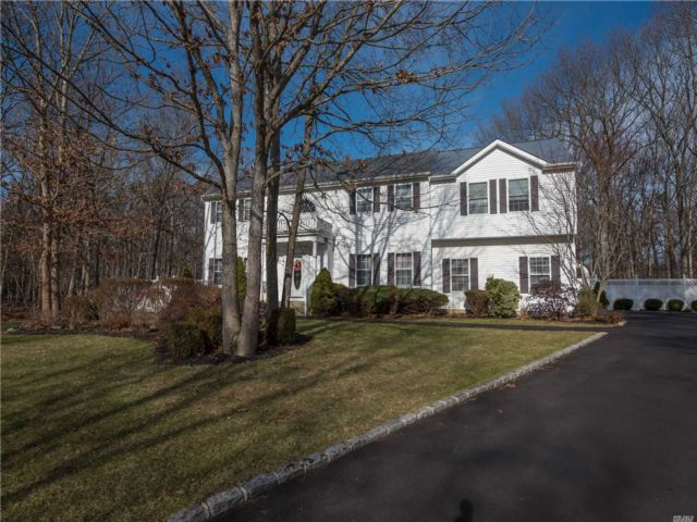 4 BR,  3.50 BTH Colonial style home in Shoreham