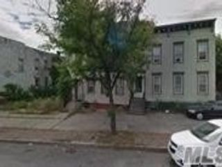 5 BR,  2.00 BTH 2 story style home in Albany