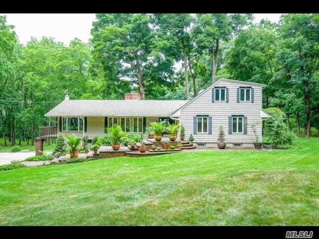4 BR,  3.50 BTH Farm ranch style home in Lloyd Harbor