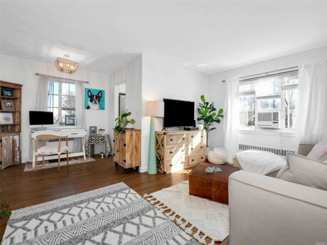 1 BR,  1.00 BTH Co-op style home in Huntington