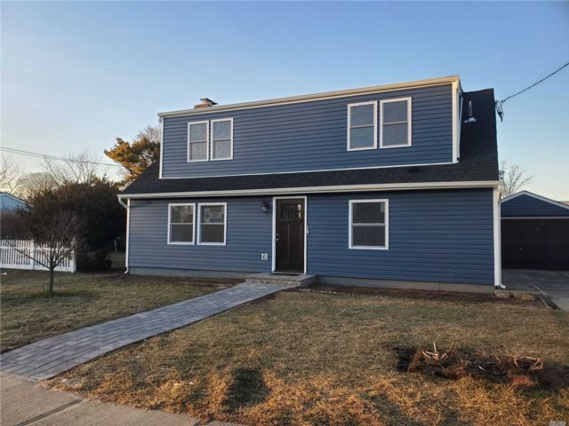 6 BR,  2.00 BTH  Exp cape style home in Copiague
