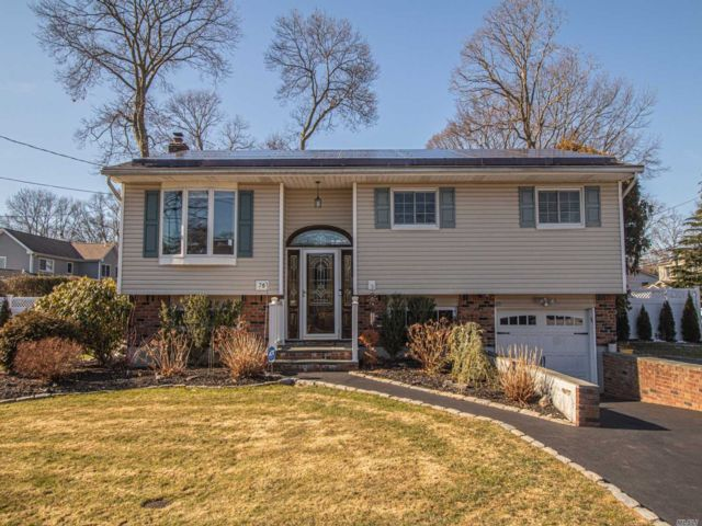 4 BR,  2.00 BTH Hi ranch style home in West Islip