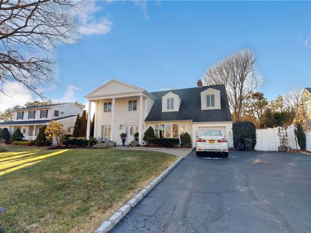 4 BR,  3.00 BTH  Colonial style home in Holbrook