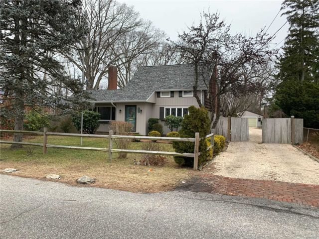 4 BR,  2.00 BTH  Bungalow style home in East Islip