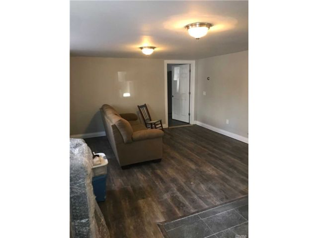 1 BR,  1.00 BTH 2 story style home in Bay Shore