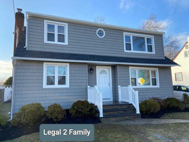 5 BR,  2.50 BTH 2 story style home in East Meadow