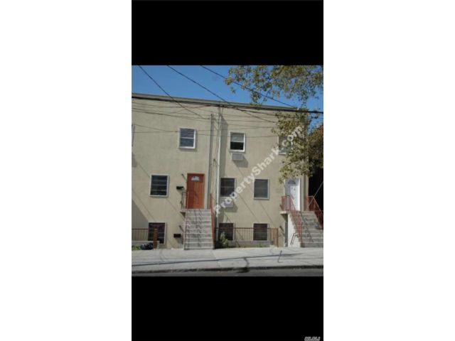 6 BR,  3.00 BTH Other style home in East New York