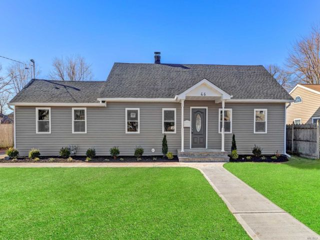 5 BR,  3.00 BTH Ranch style home in Babylon