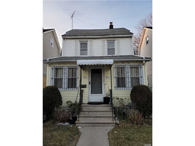3 BR,  2.00 BTH Colonial style home in St. Albans