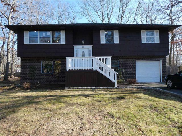 5 BR,  3.00 BTH Hi ranch style home in Medford